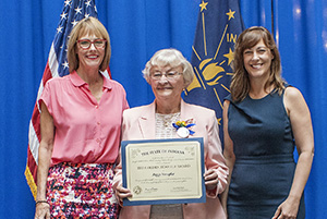 Photo of Peggy Wampler receiving the award