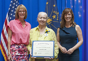Photo of Susan Rans Rowe receiving the award